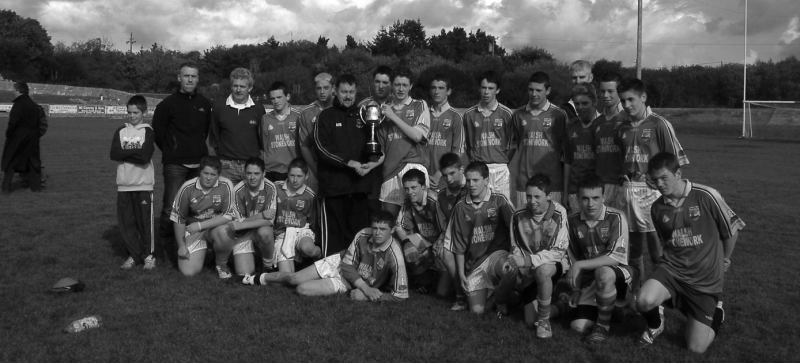 Renvyle,2005 County U16 Division 4 League Champions. Back Row (L to R): Seamus Clarke, Finian Sheridan (Selector), Patrick Lydon (Selector), Ian Walsh, David Kearney, Seamus O'Grady (Chairperson, Coiste Peil na nÓg), Lorcán Conneely, Jason Ridge (Captain), Alan Walsh, Robert Lydon, Kane Fanning, Des Wallace (Manager), Shane Heanue, Peter Wallace and Aaron Jack. Front Row (L to R): Don Coyne, James Coyne, Cathal O'Neill, Tommy Walsh, Shane Lydon, Tommy Salmon, Noel Varley, James Kerrigan, Eoin Gannon and Patrick Kane.